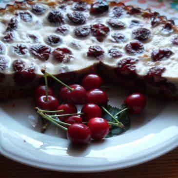 Könnyű és finom nyári gyümölcsös paleo sütemény.