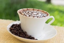 Miért is van egy kis pohár víz a kávé mellett