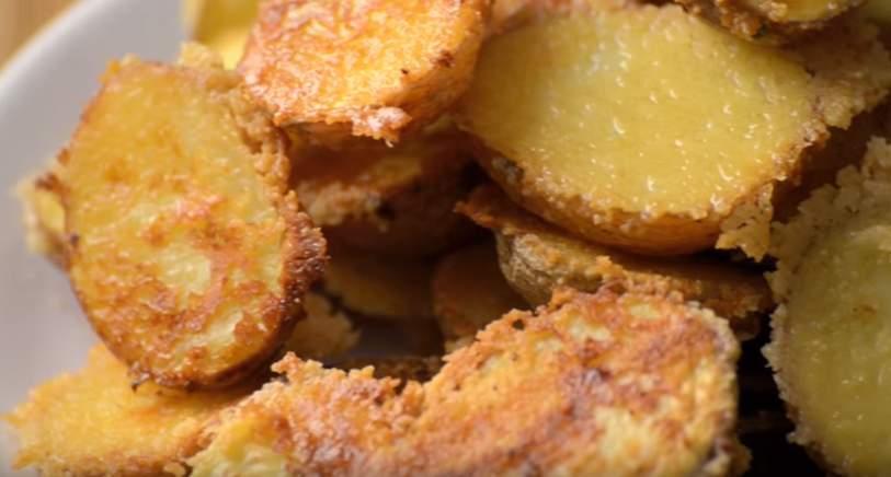 Ropogós parmezános krumpli