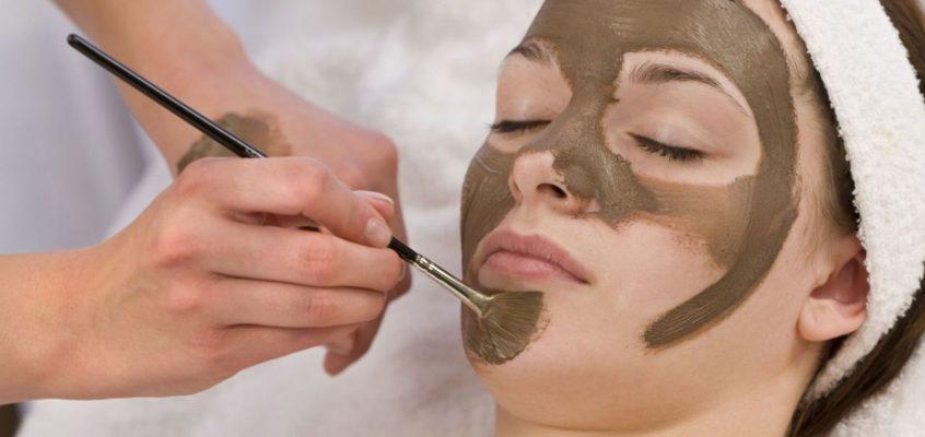 6 természetes anyag, amit lehetőleg ne kenjünk az arcunkra