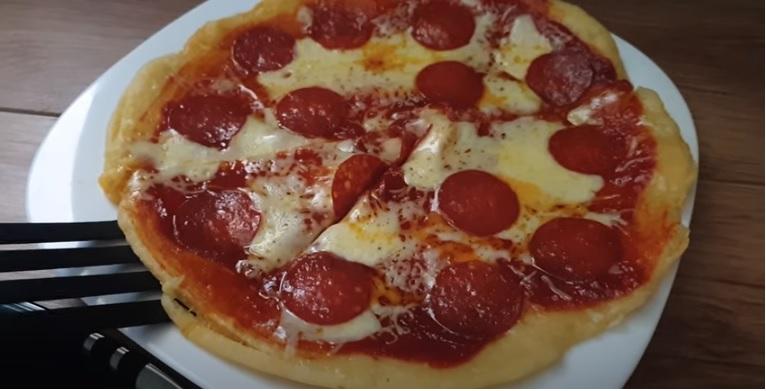 Serpenyős pizza 10 perc alatt